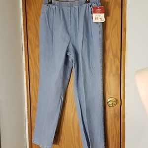 NWT CHIC JEANS